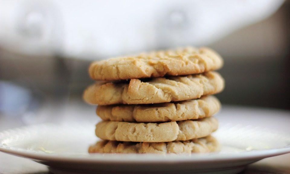 Cookies fresquinhos em um prato