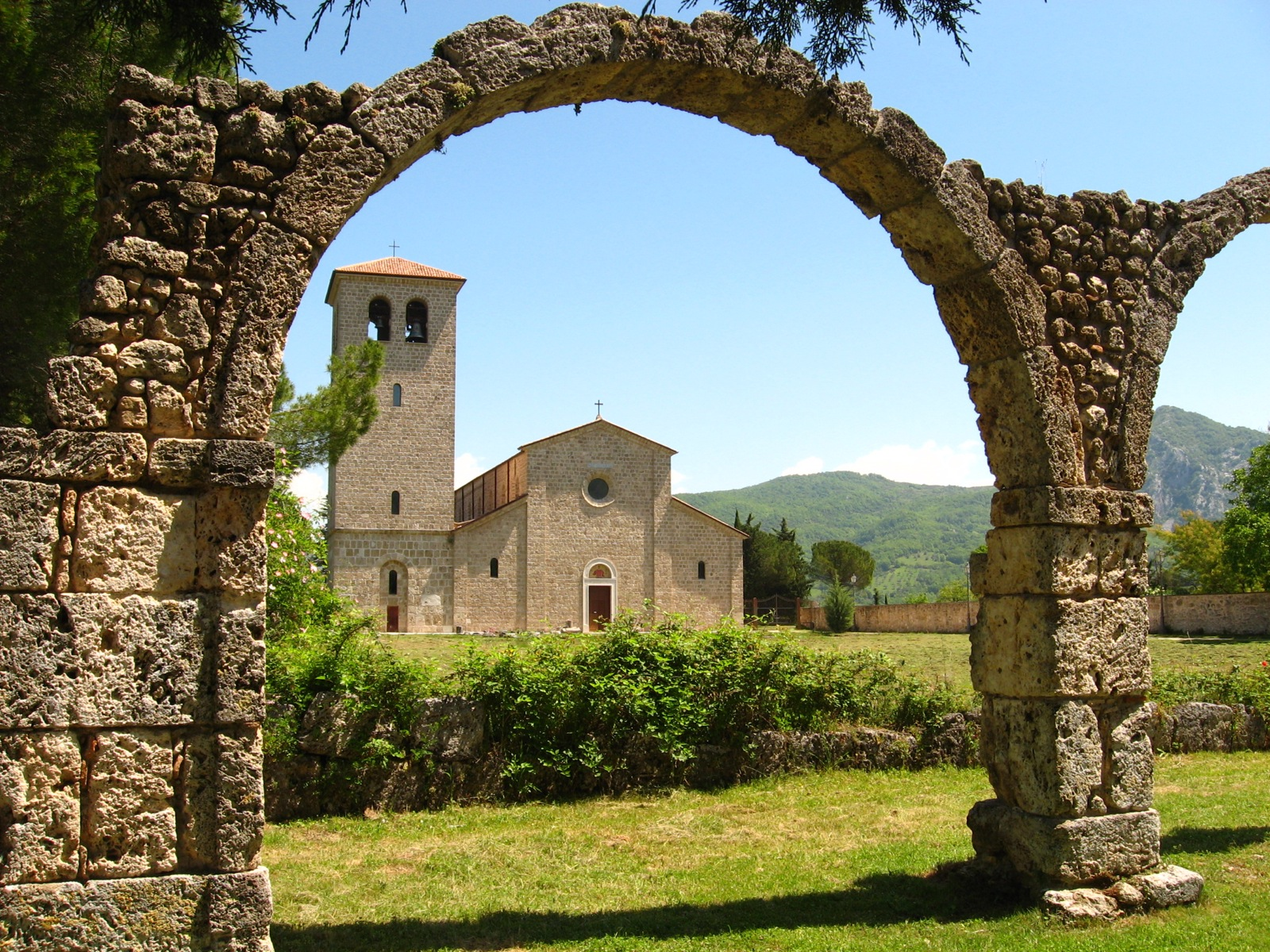 By Bryan (Abbazia de Vincenzo) [CC BY 2.0 (http://creativecommons.org/licenses/by/2.0)], via Wikimedia Commons