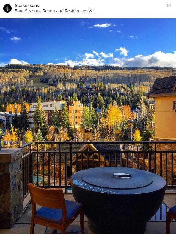 Panorama autunnale dal balcone del resort