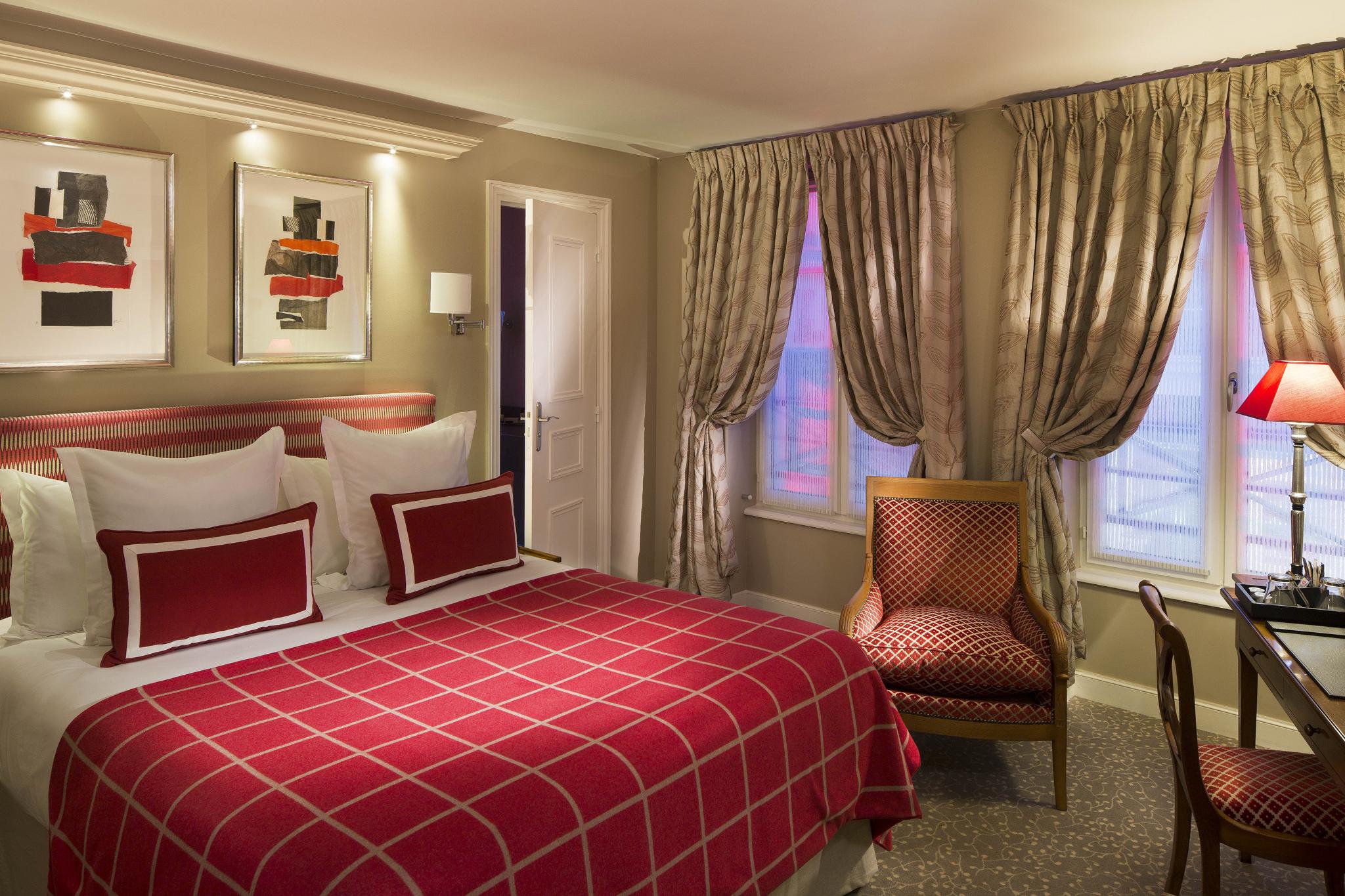 Chambre double confort tendance avec lit queen size