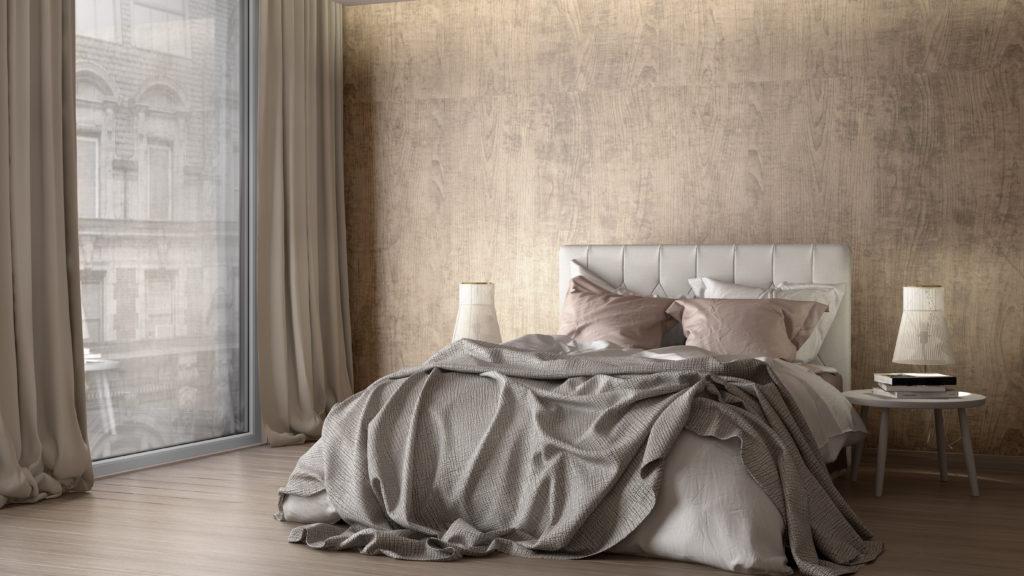 cama doble de hotel con ropa de cama gris