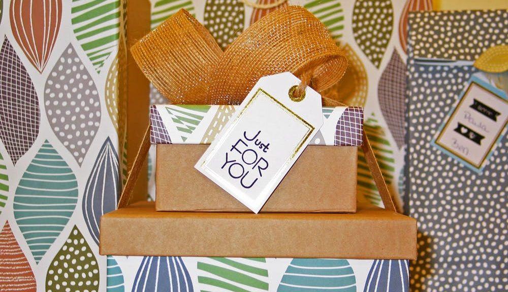 cajas de regalos con tarjeta