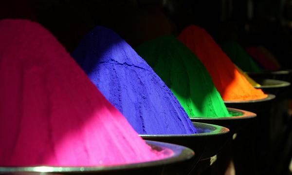 Polvo Holi: harina de arroz de colores vivos usada en festivales de Nepal y la India