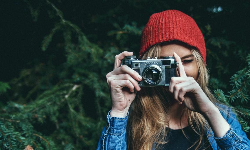 Fotografiestudentin mit Kamera