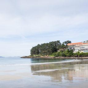 el hotel Gran Talaso Sanxenxo y la playa