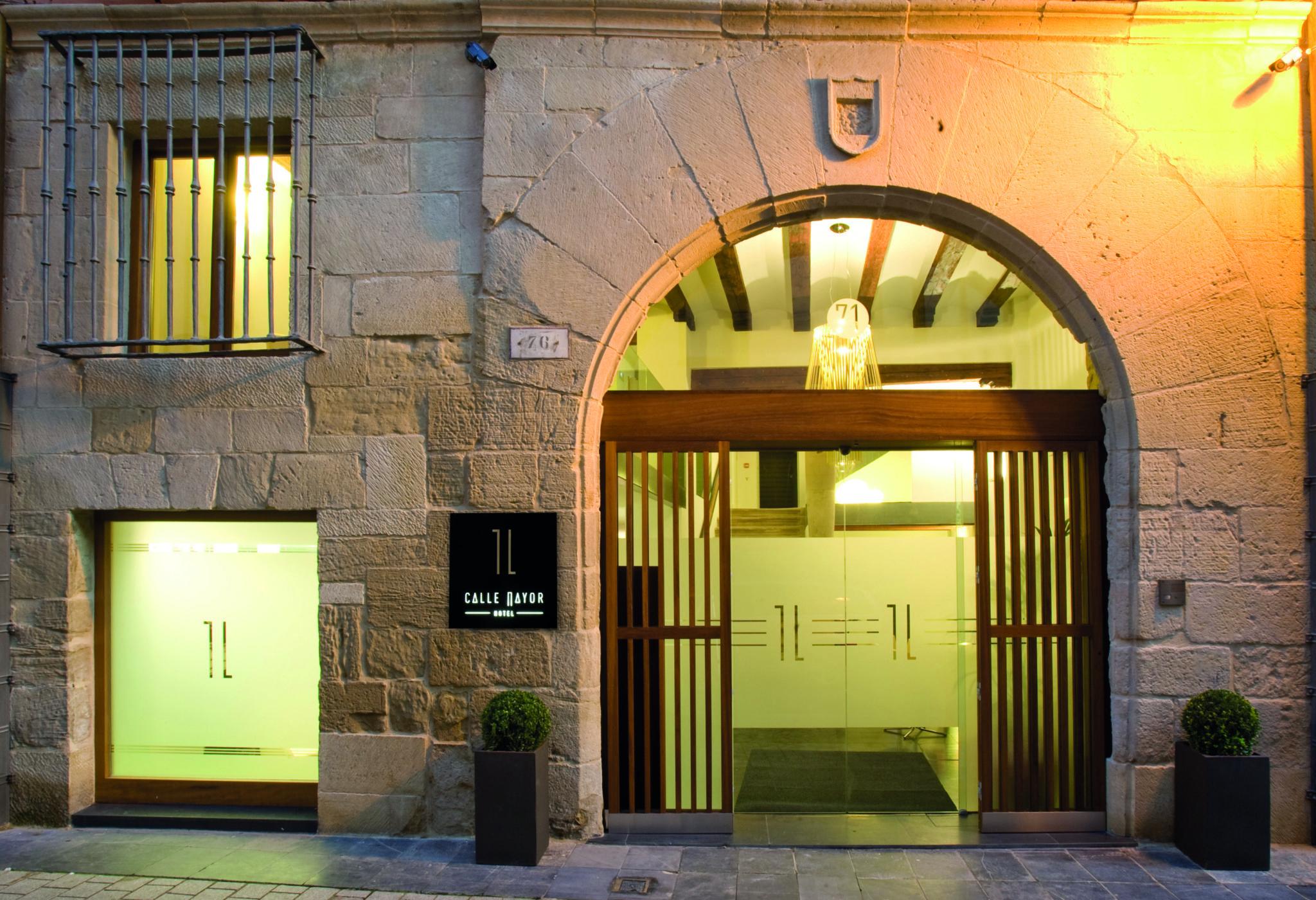 Entrada del hotel Calle Mayor Logroño