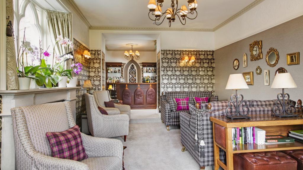 interior of Cedar Manor hotel room