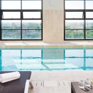 La piscina dello Starthotels Grand Milan