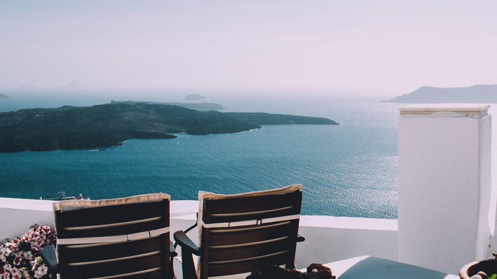 Balcone di hotel in Grecia con vista mare