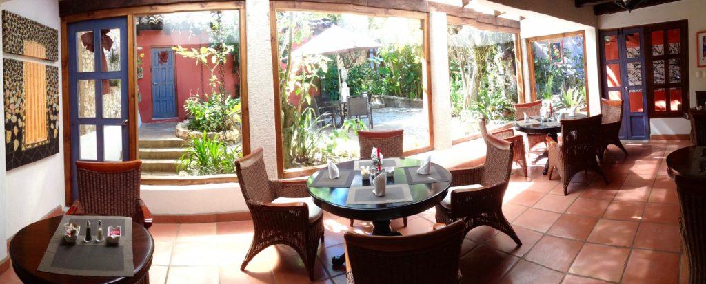 mejor hotel 4 estrellas Guayaba Inn sala completa