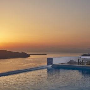 Θέα προς το ηλιοβασίλεμα από το Astra Suites