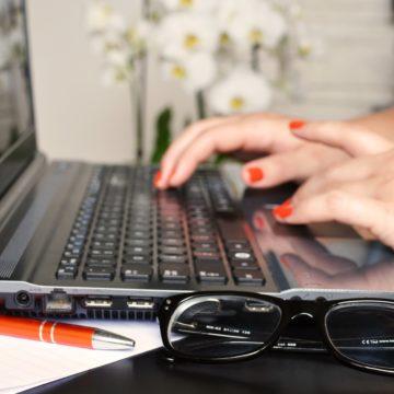 Conclusiones webinar marketing en metabuscadores computador
