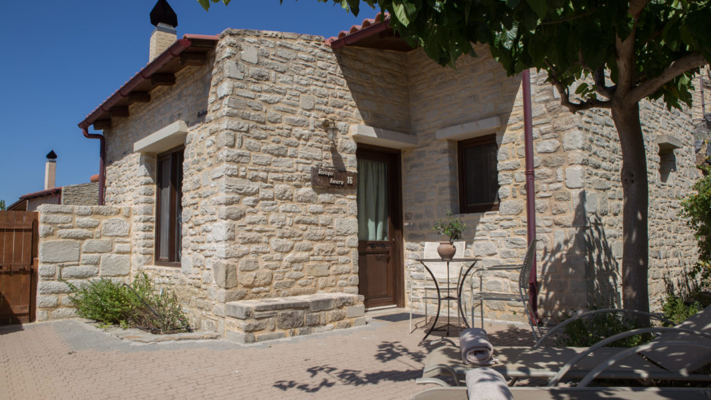 το εξωτερικό του ξενοδοχείου eleonas country village