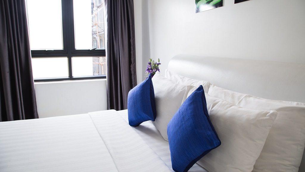 απλό δωμάτιο ξενοδοχείου