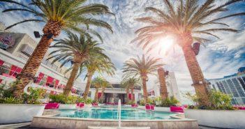 Esterno hotel con piscina
